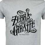 Tisak na sivu majicu